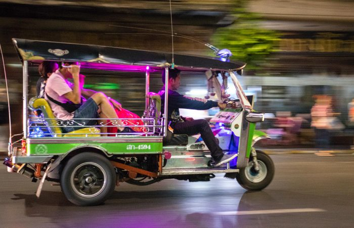Bangkok Tuk-Tuk Tour by Night: Great Food & Drinks, Markets and Temples